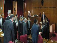 KKTC Meclisi'nde kavga: Hüseyin Özgürgün Başbakan'a saldırdı (video)