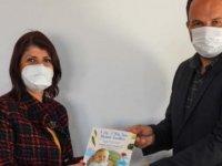 Uzman Doktor Debeş, Kitabını Başkan Sadıkoğlu'na Takdim Etti