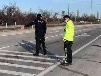 14 yaşındaki çocuk, babasıyla tartışan TIR şoförlerine ateş açtı: 1 ölü, 1 yaralı