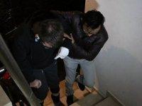 'Asansörde yük taşımayın' uyarısı yapan gaziyi dövdüler