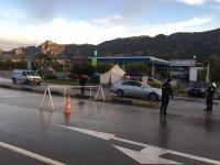 Alsancak girişine polis  barikat ve çadırlar kuruldu