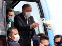 Erdoğan depremzedelere 'keyif çayı' dağıttı