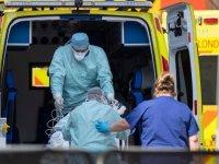 İngiltere'de Kovid-19 nedeniyle hayatını kaybedenlerin sayısı son 24 saatte 1631 artarak 100 bin 162'ye yükseldi