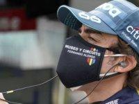 Fernando Alonso'ya otomobil çarptı