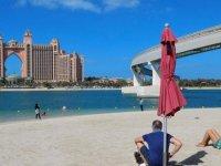 Turistlere kapılarını açık bırakan Dubai'de Covid-19 vakaları tırmanışta