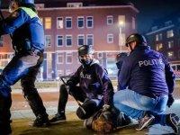 Hollanda'da mahkeme, hükümetten sokağa çıkma yasağını derhal kaldırmasını istedi