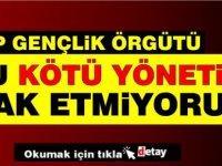 CTP Gençlik Örgütü Başbakanlık girişine siyah çelenk bıraktı