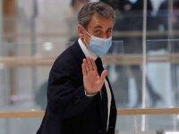 Nicolas Sarkozy: Eski Fransa Cumhurbaşkanı 2 yılı ertelemeli 3 yıl hapis cezası aldı, elektronik kelepçe takılabilir