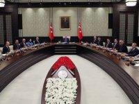 Hürriyet yazarı Fırat: Hem AK Parti yönetiminde hem de kabinede bazı değişiklikler olması bekleniyor