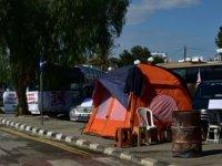 Kıbrıs Türk Toplu Taşımacılar Birliği'nin Başbakanlık Önündeki Eylemi Devam Ediyor