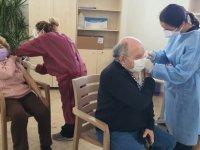 Girne Belediyesi Sosyal Yaşam Merkezinde İkinci Doz Aşı İşlemlerine Başlandı