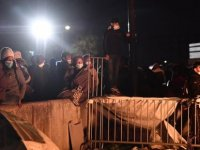 Fransa'da devletten umudu kesen banliyö sakinleri, yardım kuruluşlarının kapısına akın ediyor