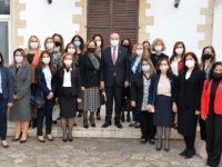 Ersin Tatar, eşi Sibel Tatar ile birlikte kadın bürokratları kabul etti