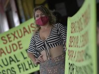 Brezilya'da seks işçileri 'Biz de ön saftayız' diyerek aşılamada öncelikli gruba alınmak için greve gitti