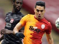 Galatasaray'dan açıklama: Radamel Falcao'nun yüz kemiklerinde kırık tespit edildi