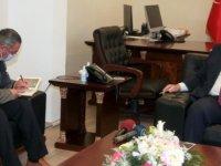 Başbakan Ersan Saner Gazeteci Yazar Hasan Çakmak'ı kabul etti