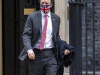 """İngiliz Sağlık Bakanı'nın Aldığı """"Şirket İhaleleri"""" Ülkeyi Karıştırdı"""