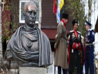 Putin'e 'imparatorluk' büstü