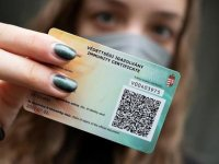 Macaristan'da aşı yaptıranlar, 'bağışıklık kartı' ile restoran, kafe ve sinemalara dönebilecek