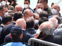 Erdoğan, tam kısıtlamada kalabalık bir grupla Ümraniye Belediye Başkanı'nın babasının cenaze namazına katıldı