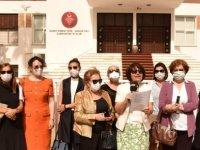Kadınlar, Ev İçi Şiddeti Önleme Yasası için Meclis önünde toplandı