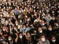 İspanya'da 'kontrollü sosyalleşme': Müzikseverler dans pistindeydi