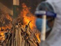 Hindistan 'cehennem'i yaşıyor: Ölüler otoparklarda yakılıyor (VİDEO)