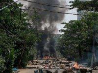 Myanmar'da protestocular ile ordu arasında çıkan çatışmalarda 16 asker öldürüldü