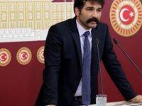 """TİP Milletvekili Barış Atay, TC İçişleri Bakanı Süleyman Soylu'ya """"Sedat Peker'e koruma polisi verilmesini neden onayladın?"""