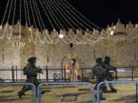 İsrail polisi Mescid-i Aksa'ya baskın düzenledi; gece boyunca devam eden olaylarda 180 Filistinli yaralandı