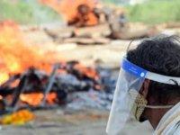 Hindistan'ın Ganj Nehri'nde Covid-19'dan öldüğü düşünülen onlarca kişinin cesedi kıyıya vurdu