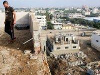 Gazzeliler, İsrail'in saldırılarını anlatıyor: 'Burada güvenli bir yer yok, evde oturup dua ediyoruz'