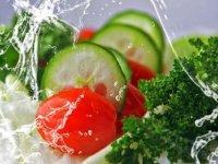 Uzmanlardan 'sebzeler yabancı otlardan ayıklanıp, bol suyla yıkanmalı' uyarısı