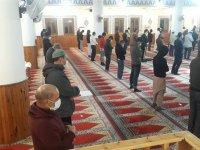 Ramazan Bayramı namazı Covid-19 tedbirlerine uyularak, seyreltilmiş ibadet düzeninde kılındı