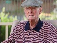 """111 Yaşındaki Avustralyalı Uzun Yaşamasını """"Tavuk Beyni"""" Yemeye Bağladı"""