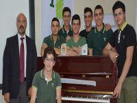 Doğu Akdeniz Doğa Koleji'ne piyano ödülü teslim edildi