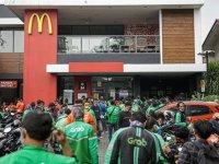 BTS çılgınlığı McDonald's şubelerini kapattırdı