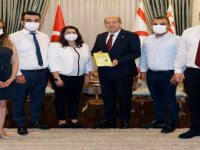 """""""Kıbrıs Türk Finans Hayatına Bir Yolculuk"""" İsimli Kitap, Cumhurbaşkanı Ersin Tatar'a Takdim Edildi."""