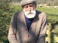84 Yaşındaki Emekli Çiftçi, Sakinleştirici Sesiyle Fenomen Oldu