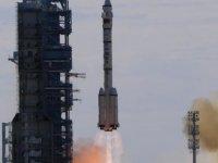 Çin insanlı uzay aracı Shenzhou-12'yi fırlattı!