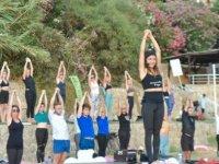 En Uzun Günde Girne'nin Enfes Gün Batımında Yoga Ritüeli