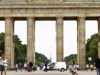 Kovid-19'un Delta varyantının yayılması Almanya'da yaz tatili sezonuna gölge düşürüyor