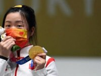 Tokyo Olimpiyatları'nda ilk altın madalyanın sahibi Qian Yang oldu