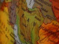 İran'da su kesintilerine karşı protestoların devam ettiği Huzistan eyaletinde elektrik ve internet de kesildi