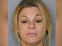 İzinsiz girdiği evin havuzunda çıplak yüzen kadın tutuklandı