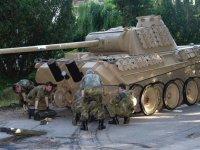 Almanya'da evinde 2. Dünya Savaşı'ndan kalma tank bulunan kişiye ne ceza verileceği tartışma konusu oldu