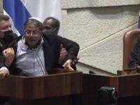 İsrail Parlamentosu'nda Milletvekili Ben-Gvir'i yaka paça atıldı (VİDEO)