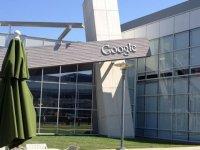 Google, çalışanlarının işyerlerine dönebilmeleri için aşı zorunluluğu getiriyor