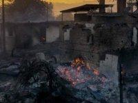 Antalya'daki yangın sürüyor | 3 kişi yaşamını yitirdi; Manavgat Belediye Başkanı, 7-8 mahallenin 'tamamen yok olduğunu' açıkladı