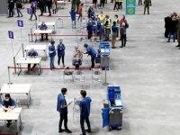 Çekya'da Covid-19 aşılarını yaptıran devlet çalışanlarına 2 gün ücretli tatil